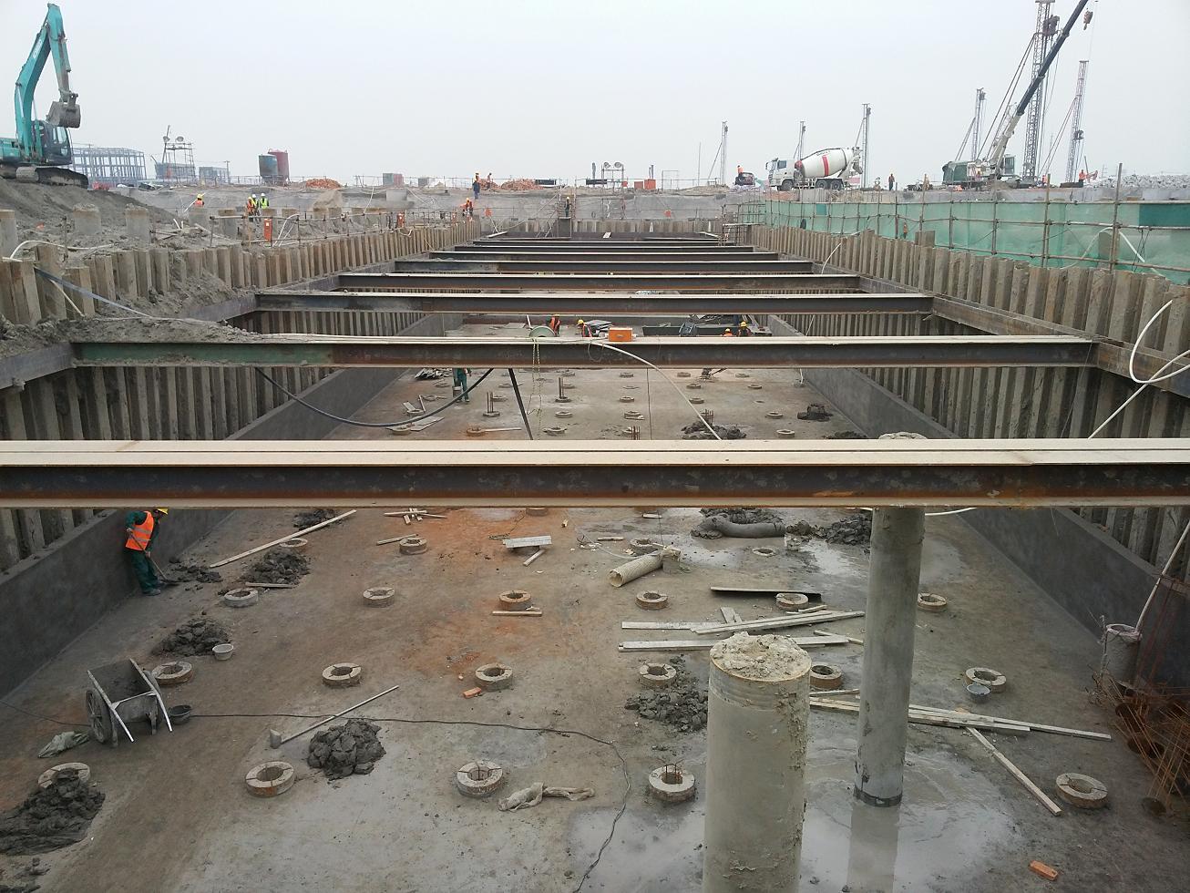 基坑钢板桩支护施工